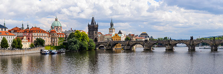 Charles Bridge Praque      GettyImages-545313742